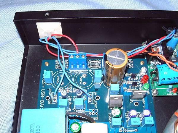 原三端子穩壓,拆掉之後,正負電的腳位接線圖