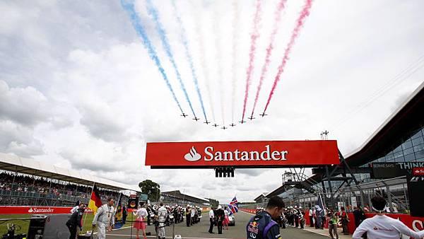 紅箭飛行表演隊蒞臨Silverstone賽道表演