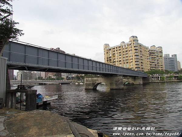 高雄光榮碼頭黃色小鴨20.JPG