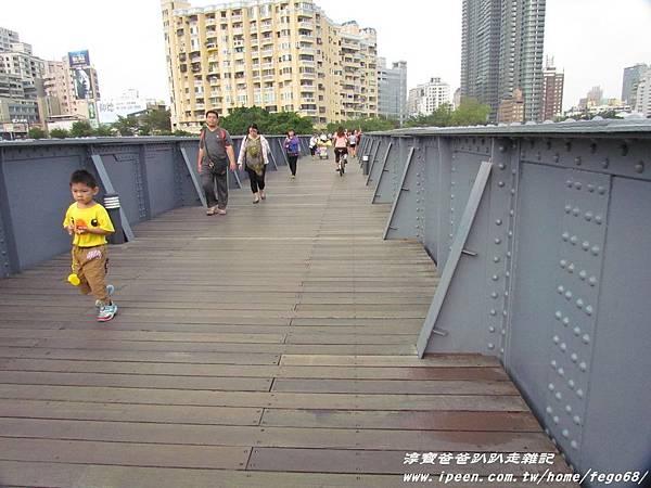高雄光榮碼頭黃色小鴨21.JPG
