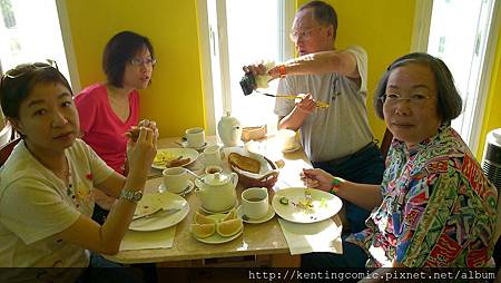 很有活力的新加坡唐先生一家人