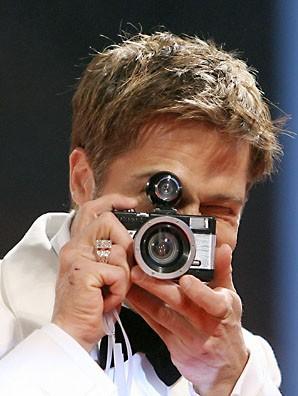 celebrities-with-cameras-18.jpg