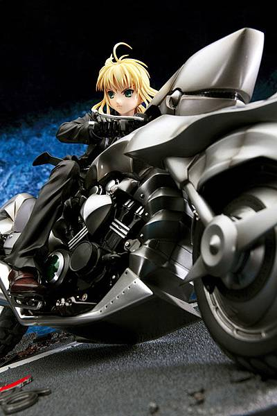 saber-and-saber-motored-cuirassier-fate-zero-18-fate-stay-night-good-smile-company-scale-pre-painted-pvc-figure
