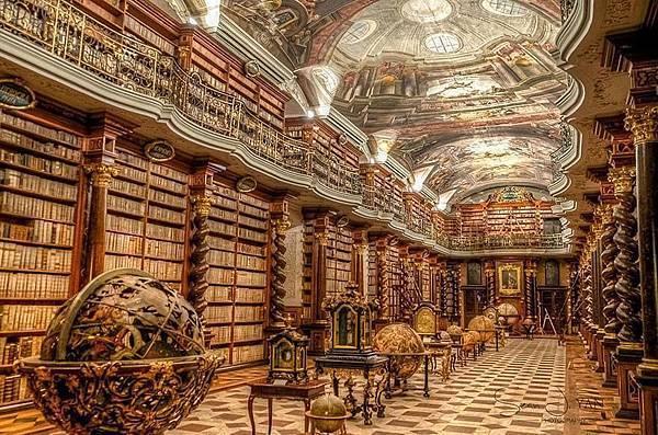 特斯拉待過的圖書館在布拉格Klementinum Library.jpg