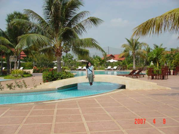 09 Hotel's pool.JPG