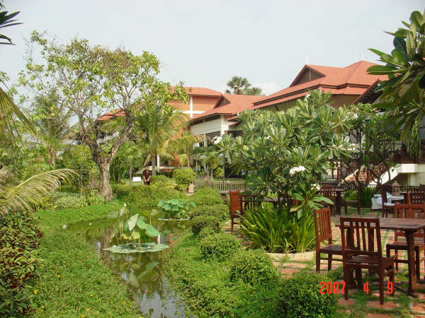 07 Hotel's garden.JPG