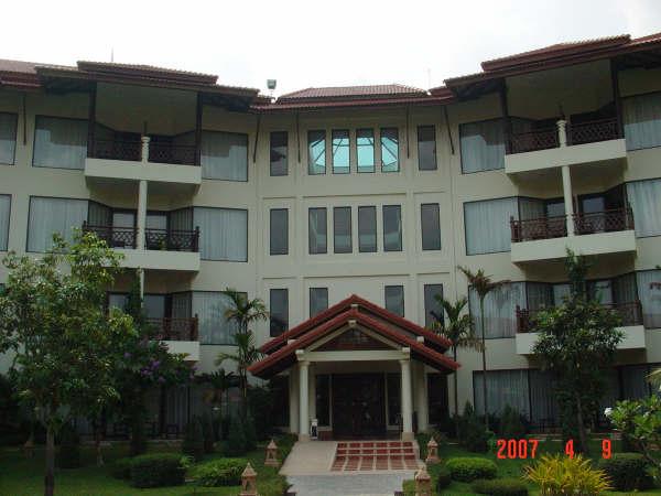 12 Hotel.JPG