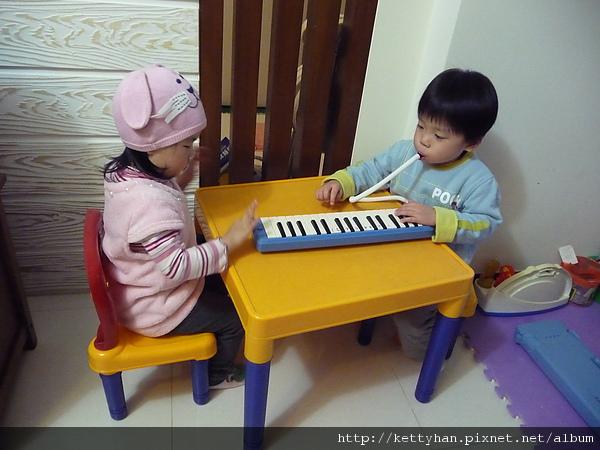 雖然我不常玩這個口風琴,但也絕對不想借妹妹~