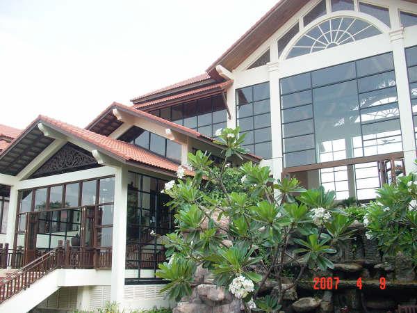 03 Hotel's garden.JPG