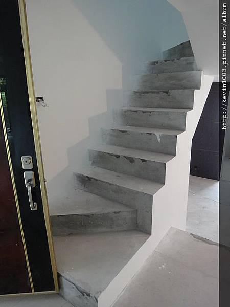 水泥地樓梯