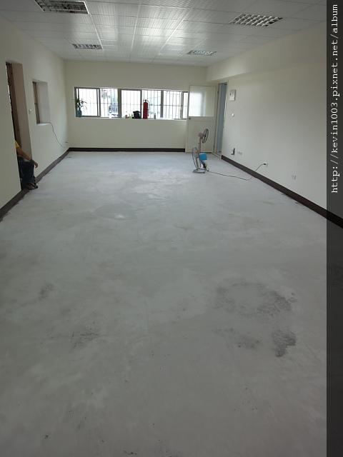 客廳全面補土