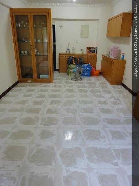 客廳瓷磚補土
