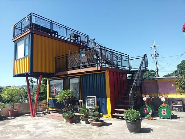 【新北三峽】NineSky 九天-秘境景點!貨櫃屋咖啡館,超人氣彩虹千層蛋糕沒預定吃不到!
