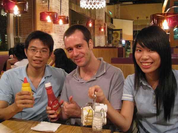 05藍衣三人組-專賣好吃食物