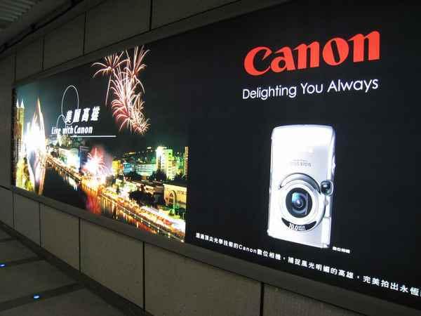 04捷運裡面CANON廣告