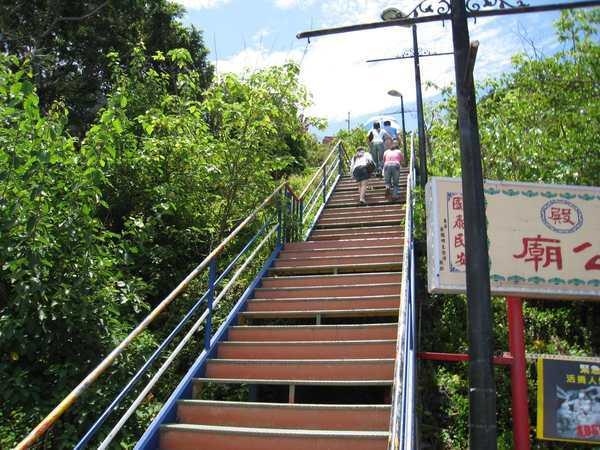 122開始爬樓梯.jpg