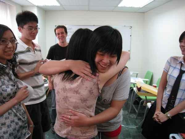 11女女抱,為啥不是我ㄚ.jpg