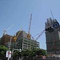 44周圍大興土木的蓋大樓.jpg