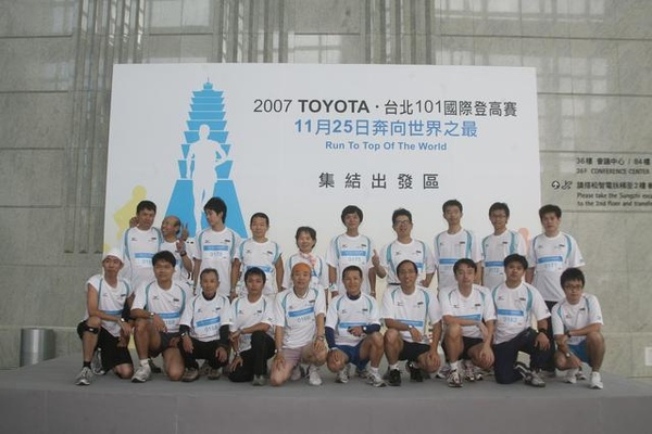 01-1F團體照.jpg