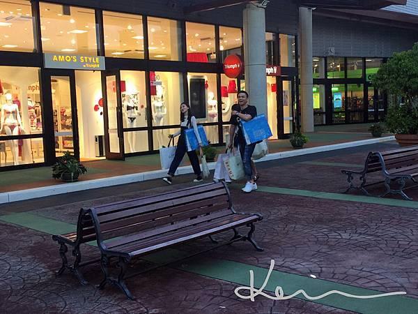 Outlet Mall Ashibinaa.JPG