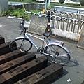 舊鐵橋旁的鐵馬