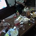 桌上一團亂