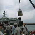 交通船在望安卸貨半小時1