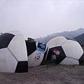 056_這不是原本在聯合報大樓前面的大足球嗎
