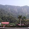 035_車站遠處的高山