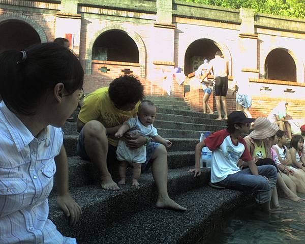 004_連小嬰兒都來玩水