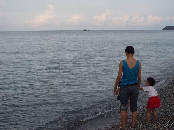 026_媽媽帶小孩來玩水1