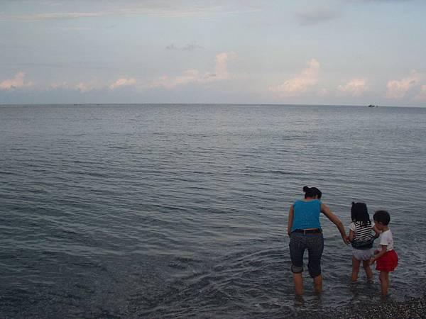 027_媽媽帶小孩來玩水2