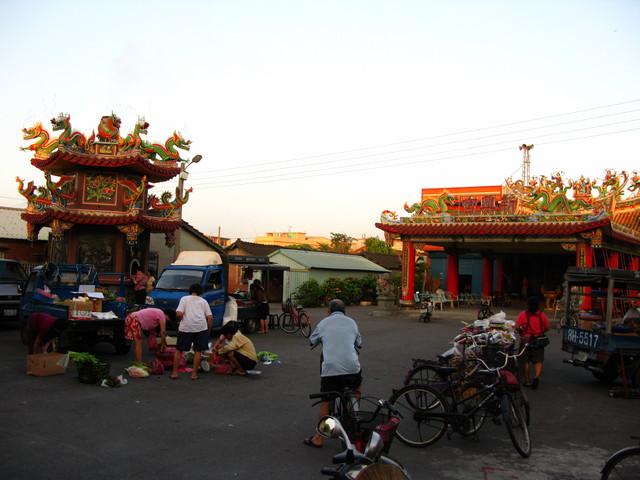 廟前的早市