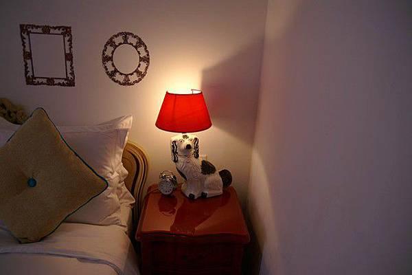 很特別的床頭燈