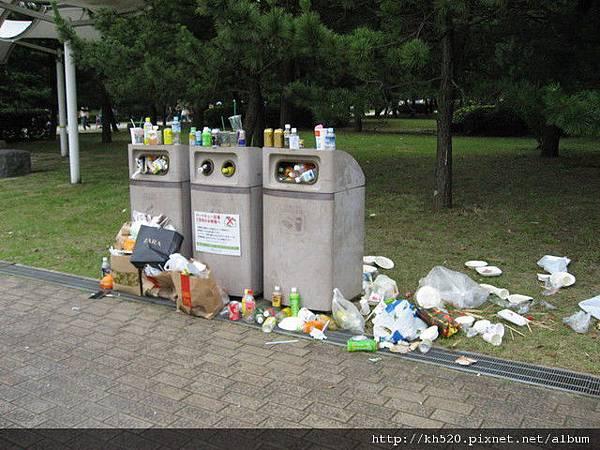 呃....日本人也來這種垃圾髒亂的戲碼ㄟ