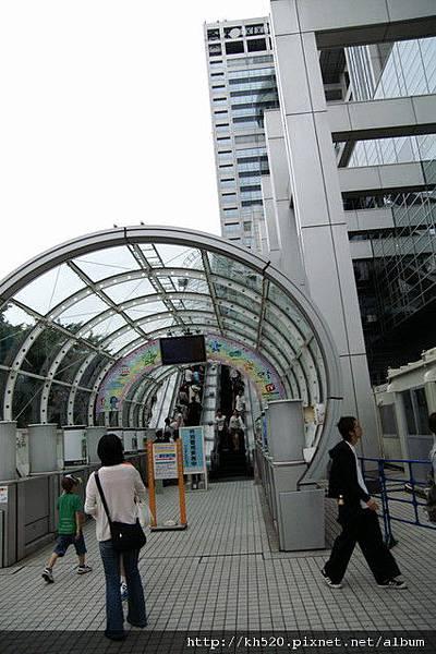 富士電台的入口手扶梯