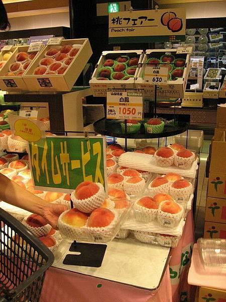 我們買了當季的好吃便宜水蜜桃!