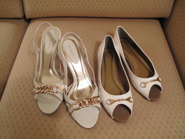 我的兩雙新鞋  恰巧都是白色!.jpg