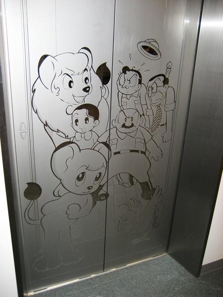 小白獅電梯.jpg