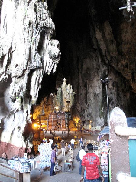巨大的鐘乳石岩洞.jpg