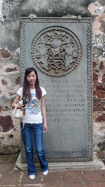 許多很有特色的荷蘭墓碑.jpg