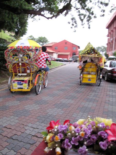 三輪車遊古城 也是可以尬車的.jpg