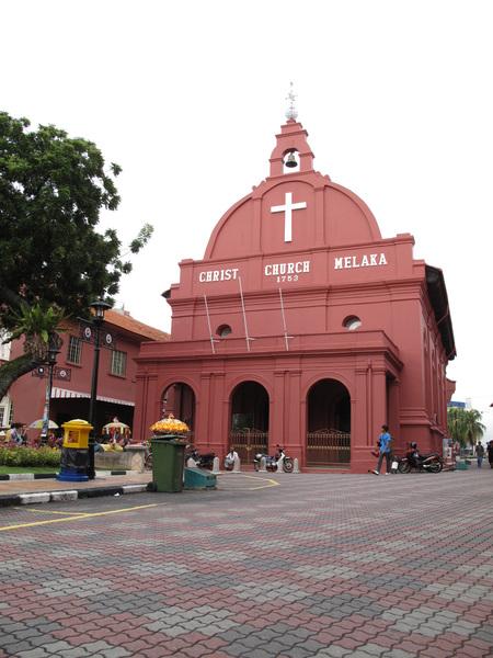 教堂上的粉紅磚塊是直接從荷蘭進口,再將本地的紅泥塗在磚塊上.jpg