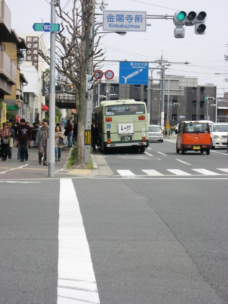 斜一邊的公車.jpg