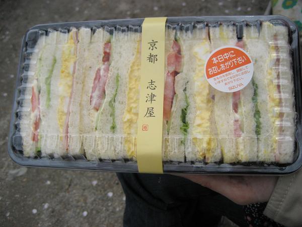 路旁買的三明治.jpg