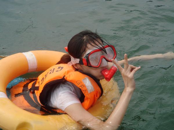 是的 穿著救生衣又用游泳圈的我.jpg