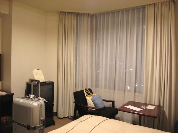 住過東京那種小飯店 對於這種飯店都很滿意.jpg