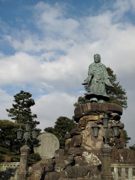 日本武尊像,建於1880年高5.5公尺,是日本最古老的銅像.jpg