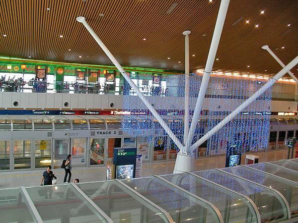 吉隆坡機場出境的商店街