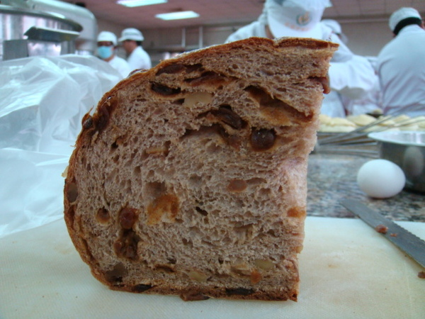 酒釀桂圓大麵包側面圖